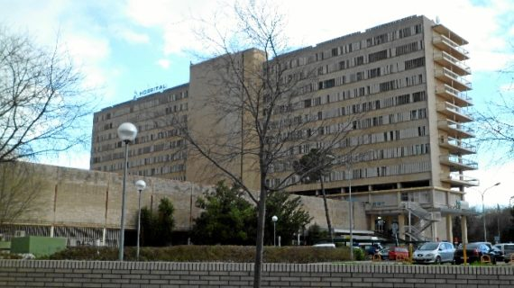 Un programa permite que 1.200 pacientes con claustrofobia se  sometan a una resonancia magnética en el Hospital Reina Sofía
