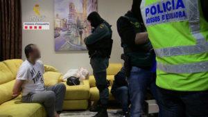 Detención de los sospechosos. / Foto: Mossos d'Esquadra