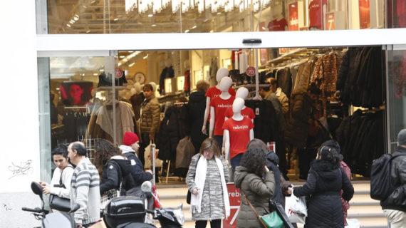 Las grandes superficies, entre ellas El Corte Inglés y Carrefour, contratarán 23.300 personas para Navidad
