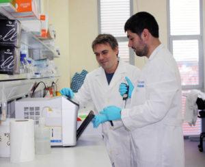 Los investigadores participantes en el estudio, Josué Martínez de la Puente y Rafael Gutiérrez López.