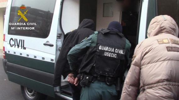 Desmantelada una célula de albaneses especializada en robos de viviendas de lujo en la A-6