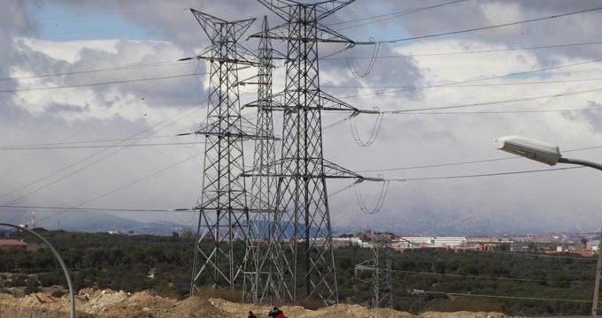 El precio de la electricidad cae un 13%, hasta 75,93 euros por MWh