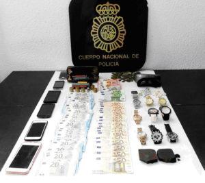 Material requisado por la Policía.