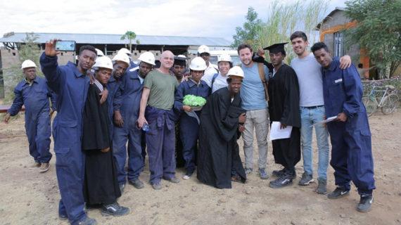 Un proyecto piloto español dota de luz y electricidad a un campo de refugiados en Etiopía