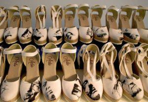 La serie está compuesta de 20 pares de zapatos con los personajes de 'Pintores con letra grande', realizados en unos espedrilles nacionales de una firma riojana.