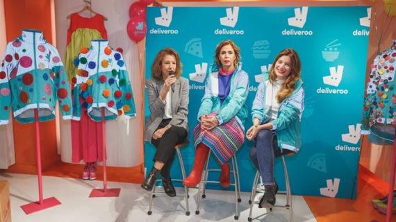 Agatha Ruiz de la Prada customiza cinco chaquetas de Deliveroo con fines solidarios