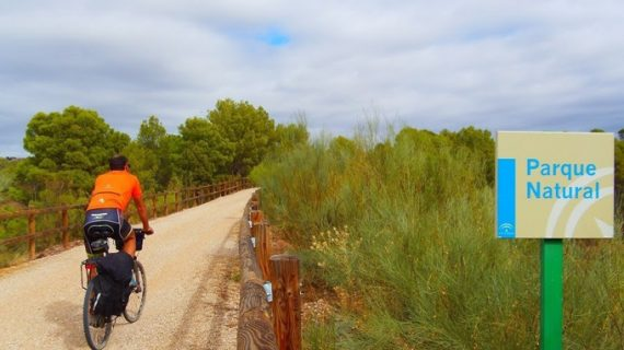 La Fundación Ferrocarriles Españoles apuesta por divulgar la biodiversidad de la Red Natura 2000 en las Vías Verdes