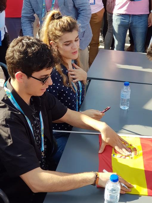 Amaia y Alfred se encuentran con sus fans en la Praça do Comércio