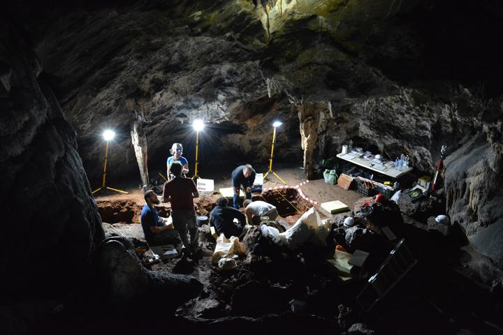 Inician una nueva campaña de excavación en la Cueva de Ardales y Sima de las Palomas de Teba