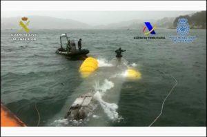 Narcosubmarino reflotado en costas gallegas por las autoridades.