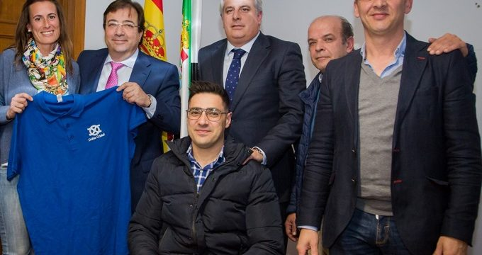 Doble Cristal presenta su proyecto de integración a través del deporte al Gobierno de Extremadura