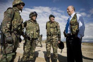 Vicente del Bosque, nombrado Reservistas de Honor del Ministerio de Defensa. / Foto: Ministerio de Defensa.