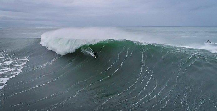 Olas gigantes vuelven a protagonizar el Illa Pancha Challenge en Galicia