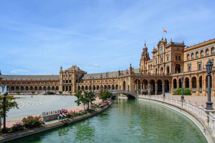 Plaza de España de Sevilla, de los mejores lugares para pedir matrimonio
