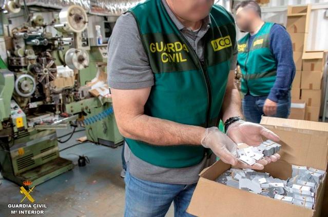Localizan en Málaga una fábrica clandestina de tabaco bajo subterránea