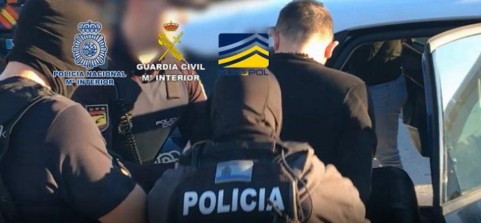 12 detenidos de una organización internacional especializada en estafas