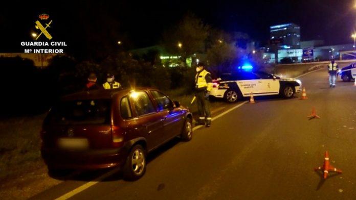 Un conductor dice ir a comprar una bombona a medianoche y da positivo en alcoholemia