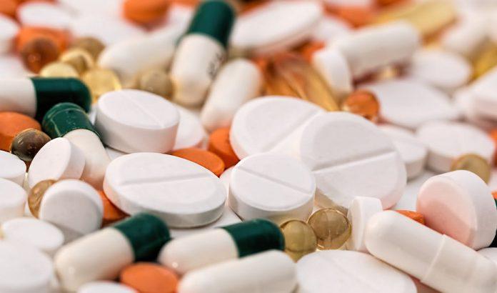 Autorizan ensayo clínico con un fármaco para pacientes con COVID-19