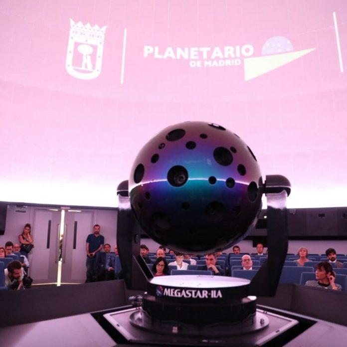 Planetario de Madrid ofrece sesiones sobre astronomía en directo