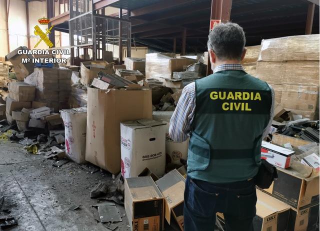 Localizan 5.000 toneladas de tóneres de impresión en un almacén clandestino de Murcia