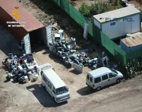 Detenidos los responsables de trasladar 2,5 toneladas de residuos peligrosos de Tenerife a África