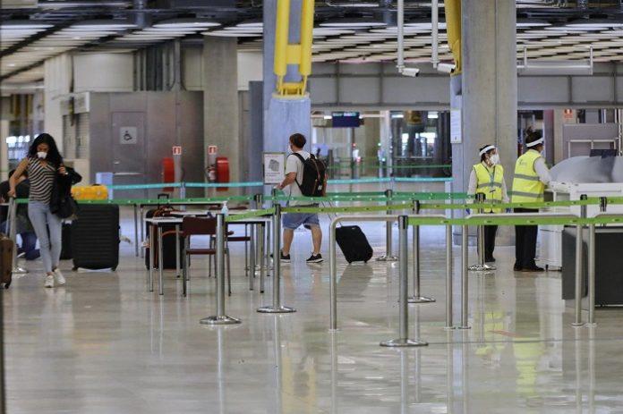 Turistas extranjeros rellenarán formularios de salud pública antes de viajar a España