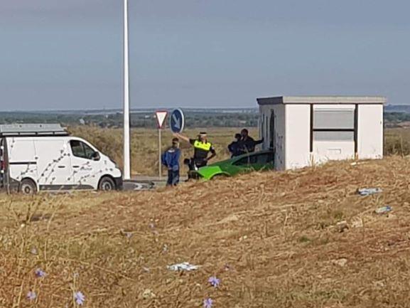 Imputan conducción temeraria a los ocupantes de un lamborghini empotrado en Huelva