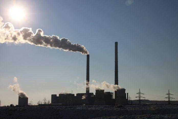 Luz solar y catalizadores para convertir el CO2 en productos químicos limpios