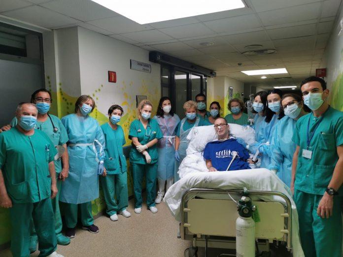 Un médico de Atención Primaria afectado de covid-19 recibe el alta tras 155 días en UCI