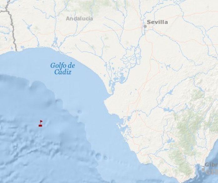 Ilesos los tripulantes de un pesquero portugués hundido en el golfo de Cádiz