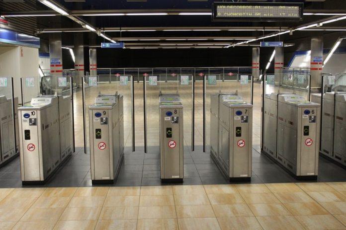 Metro Madrid controla aforos a través de microcortes es los tornos de acceso