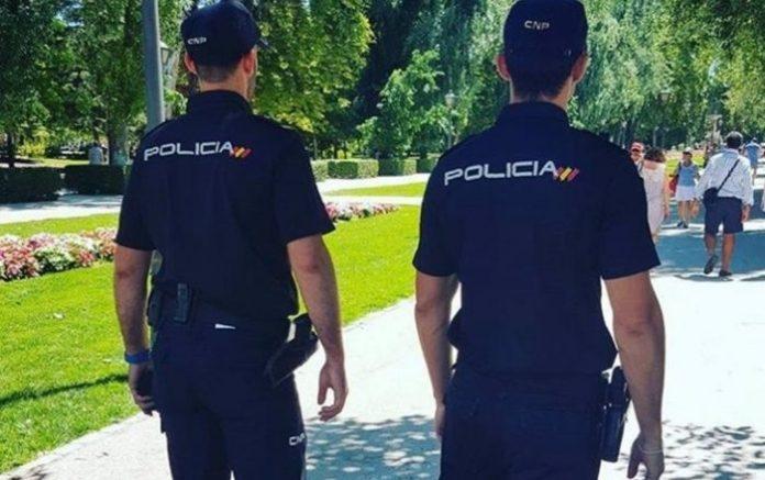 Policía salva a un bebé de morir por un atragantamiento en Algeciras