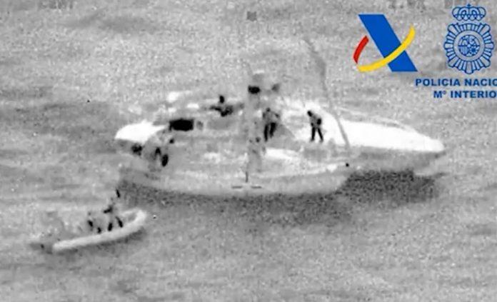 Interceptado un velero con 200 kilos de hachís frente a la costa almeriense
