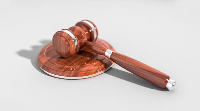 La Audiencia de Cáceres condena además al regidor, que estuvo en el cargo de junio de 2015 a enero de 2018, a diez años de inhabilitación y a pagar al ayuntamiento 65.485 euros.