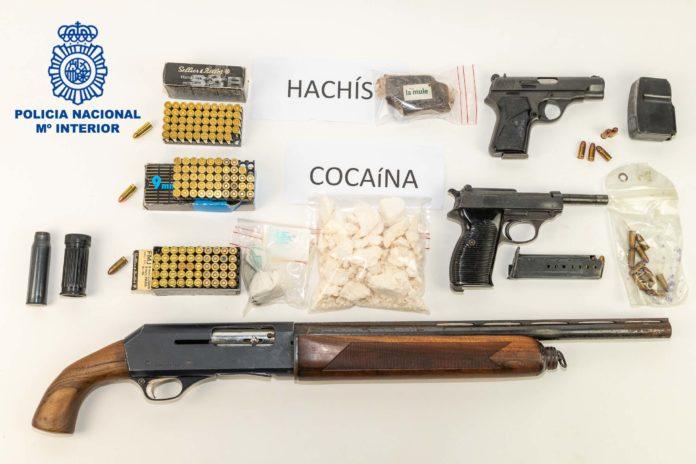 Desarticulada una red dedicada al tráfico de armas y de droga