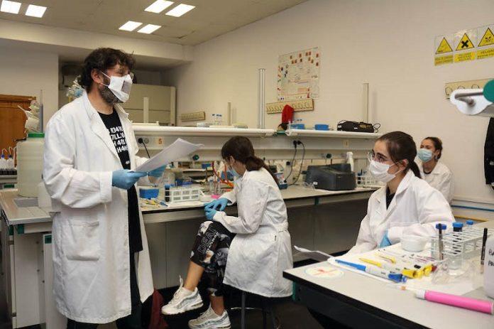 Mascarillas con lectura labial para facilitar el aprendizaje a estudiantes con discapacidad