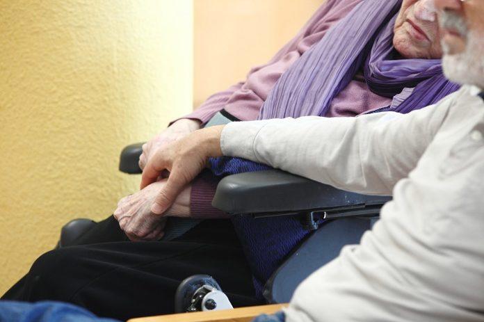 Los residentes y sanitarios de residencias, primeros en vacunarse contra la covid